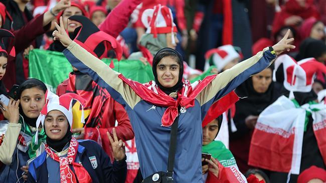 İranda 39 ildən sonra ilk: Qadınlar kişilərlə birlikdə stadiona buraxıldı - ...