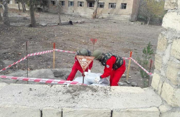 Universitetin həyətində qumbara tapılıb