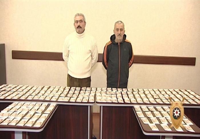 1 milyon saxta rubl satanlar tutuldu