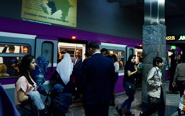 Bakı metrosunda qadını soydular