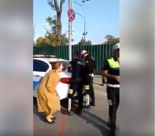 Polis qadın sürücünü saxladı, yolun ortasında olay yaşandı