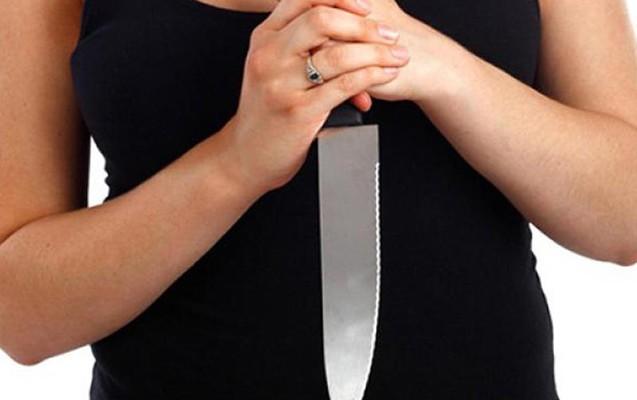 Masallıda QƏRİBƏ OLAY: Qadın özünə 16 bıçaq zərbəsi vurdu