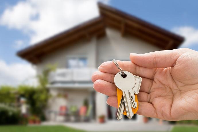 bigstock-Person-Hand-Holding-House-Key-90040670-1.jpg