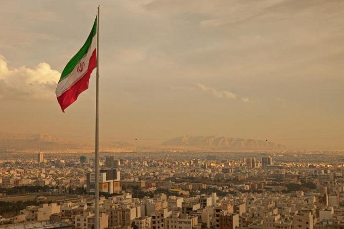 iran-flag-in-the-wind.jpg